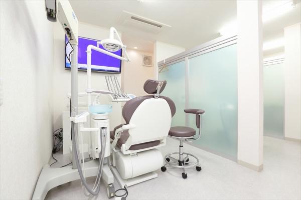 プライバシーに配慮した治療スペース。