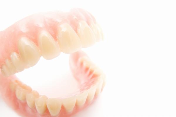 快適な入れ歯を見つけましょう